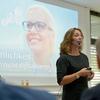 """Barbara Liebermeister:  """"Erfolgreich zu führen oder Kunden zu gewinnen und nachhaltig zu binden, das schaffen Sie nur persönlich"""" Bild: IHK/Derek Schuh"""