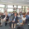 Die Zuhörer folgen der Vorstellung der Leistungsfähigkeit der ausstellenden Einrichtungen. Bild: BME/Reinhard Fink